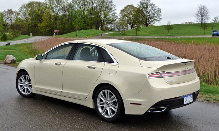 Lincoln MKZ Photos: Lincoln MKZ Hybrid high rear quarter view