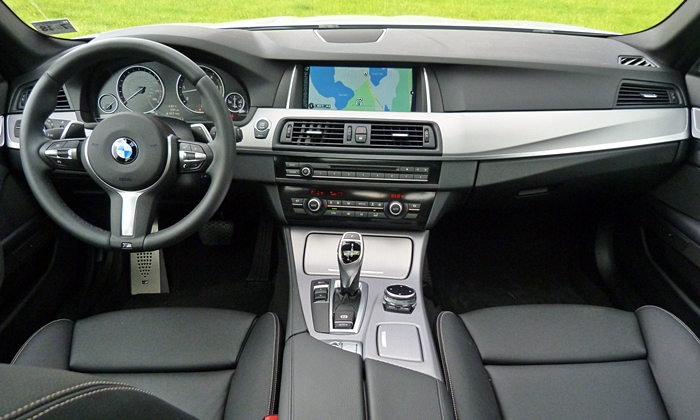 BMW 5-Series Photos: BMW 535d instrument panel full