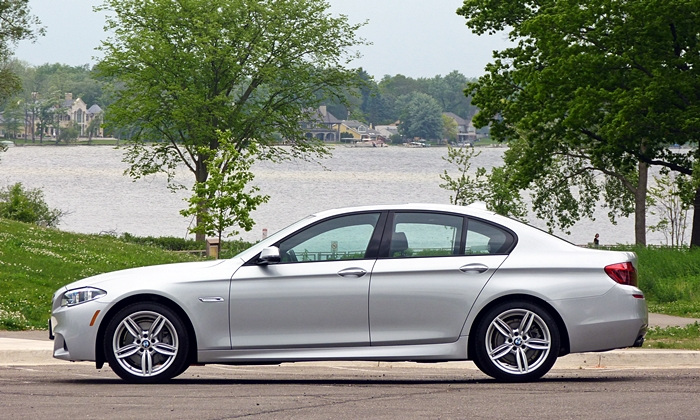 BMW 5-Series Photos: BMW 535d side view