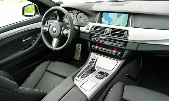 BMW 5-Series Photos: BMW 535d interior right view