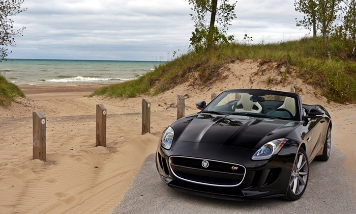 Jaguar F-Type Photos: Jaguar F-Type front beach
