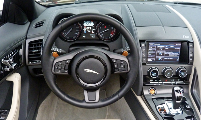 Jaguar F-Type Photos: Jaguar F-Type instrument panel