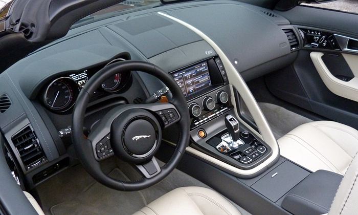 Jaguar F-Type Photos: Jaguar F-Type interior