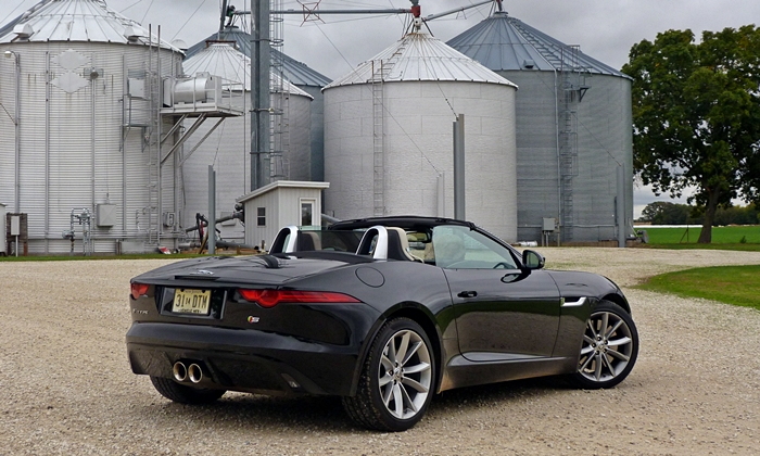 Jaguar F-Type Photos: Jaguar F-Type rear quarter farm