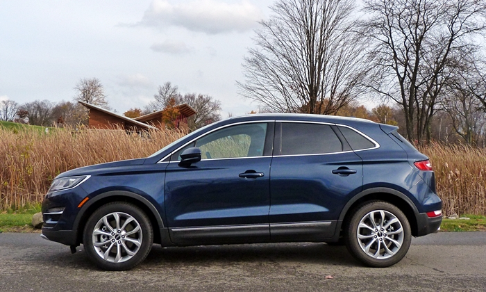 Lincoln MKC Photos: Lincoln MKC side view