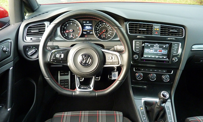 Golf / GTI Reviews: GTI instrument panel