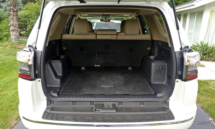 Toyota 4Runner Photos: Toyota 4Runner Limited cargo area