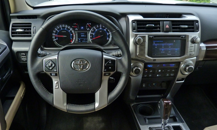 Toyota 4Runner Photos: Toyota 4Runner Limited instrument panel