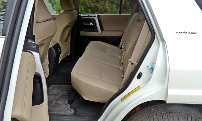 Toyota 4Runner Photos: Toyota 4Runner Limited rear seat