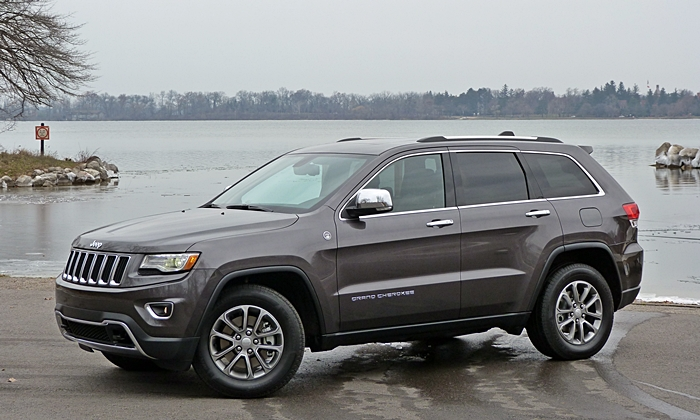 Toyota 4Runner Photos: Jeep Grand Cherokee front quarter