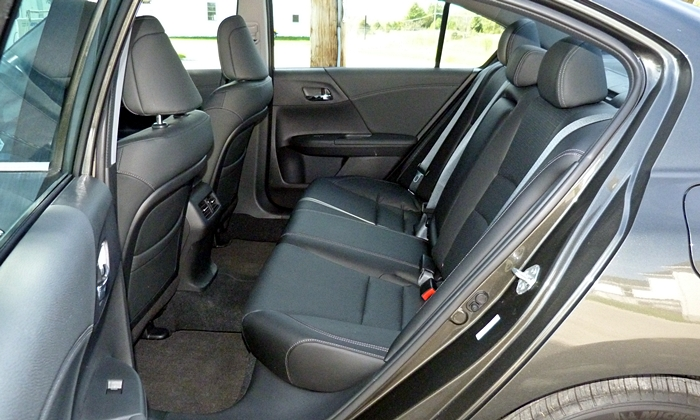 Honda Accord Photos: 2014 Honda Accord Hybrid rear seat
