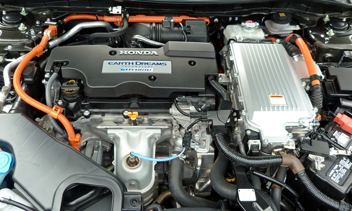 Honda Accord Photos: 2014 Honda Accord Hybrid engine and motor