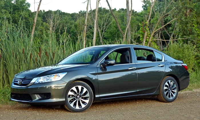 Honda Accord Photos: 2014 Honda Accord Hybrid front quarter view
