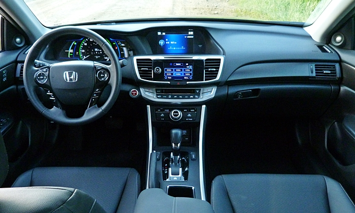 Honda Accord Photos: 2014 Honda Accord Hybrid instrument panel full