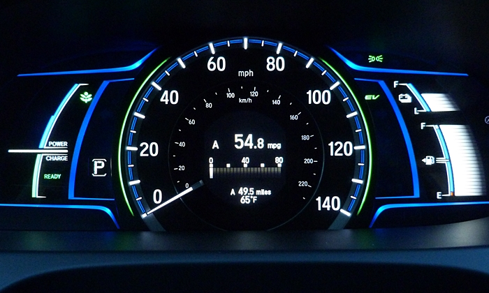 Honda Accord Photos: 2014 Honda Accord Hybrid instruments