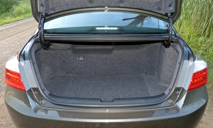 Accord Reviews: 2014 Honda Accord Hybrid trunk