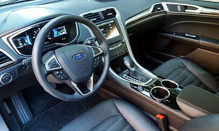 Honda Accord Photos: Ford Fusion Hybrid interior