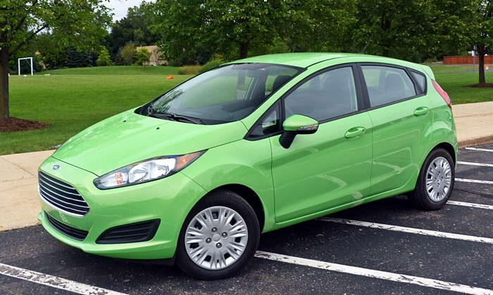 Ford Fiesta Photos: Ford Fiesta SE EcoBoost front quarter view