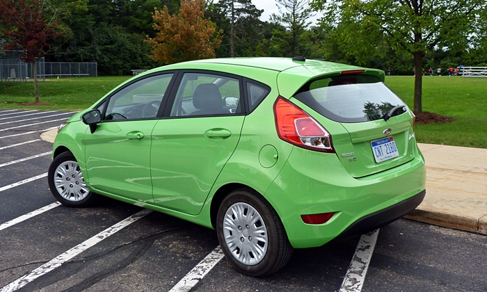 Ford Fiesta Photos: Ford Fiesta SE EcoBoost rear quarter view