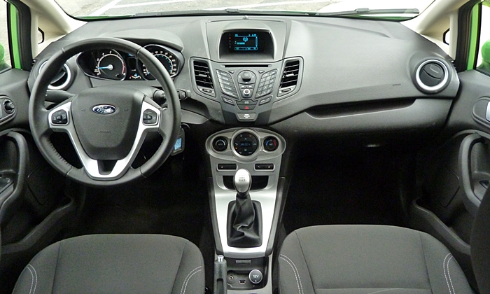 Ford Fiesta Photos: Ford Fiesta SE instrument panel full width
