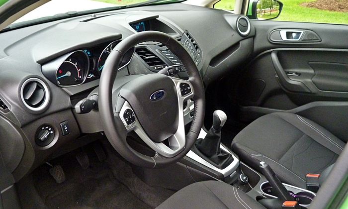 Ford Fiesta Photos: Ford Fiesta SE interior