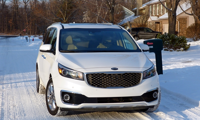 Sedona Reviews: Kia Sedona SXL front view