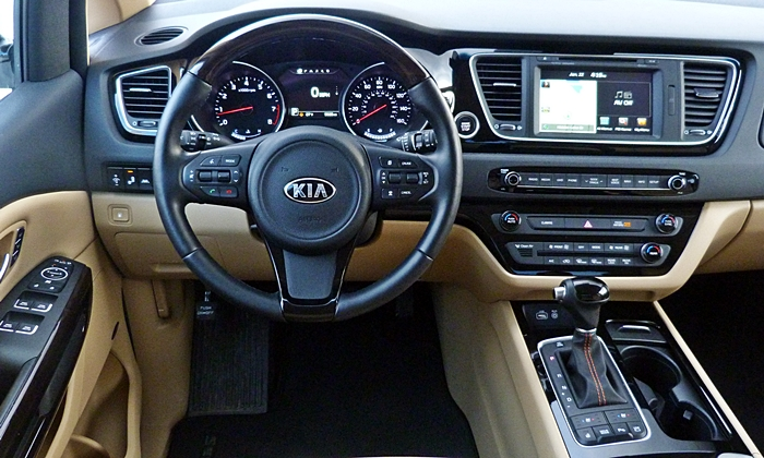 Sedona Reviews: Kia Sedona SXL instrument panel