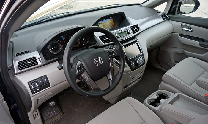 Toyota Sienna Photos: Honda Odyssey Touring Elite interior