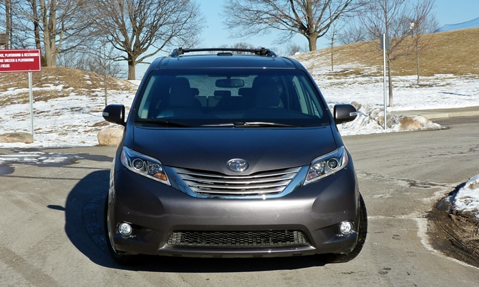 Sienna Reviews: Toyota Sienna front view