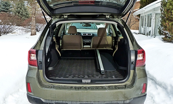 Subaru Outback Photos: Subaru Outback cargo area with seats folded