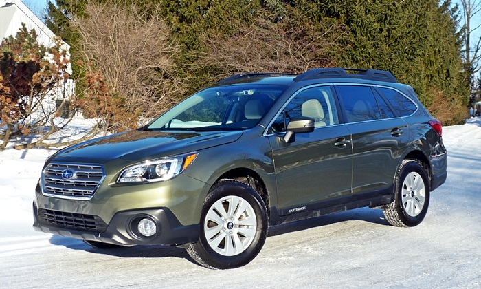 Subaru Outback Photos: Subaru Outback front quarter view