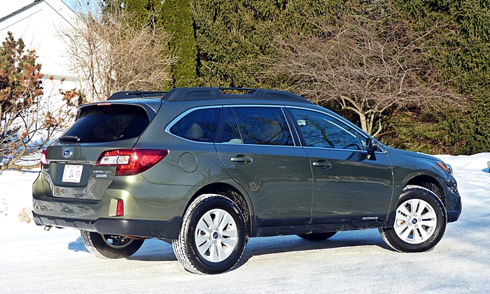 Subaru Outback Photos: Subaru Outback rear quarter view