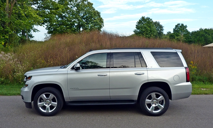 Chevrolet Tahoe / Suburban Photos: Chevrolet Tahoe side view