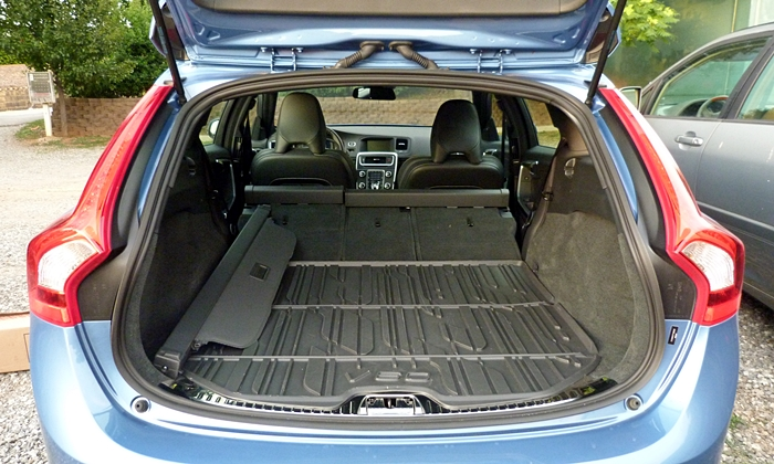 2018 volvo xc60 cargo space. Black Bedroom Furniture Sets. Home Design Ideas