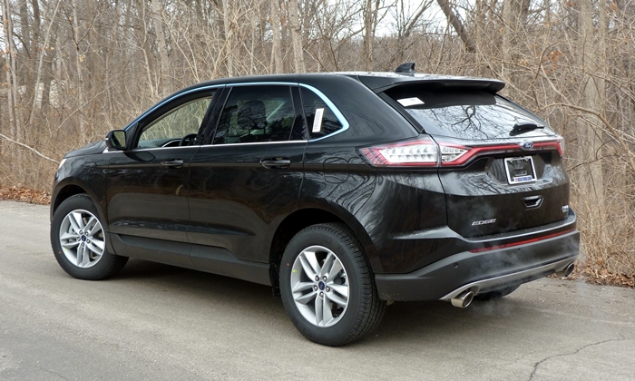 Nissan Murano Photos: Ford Edge rear quarter view