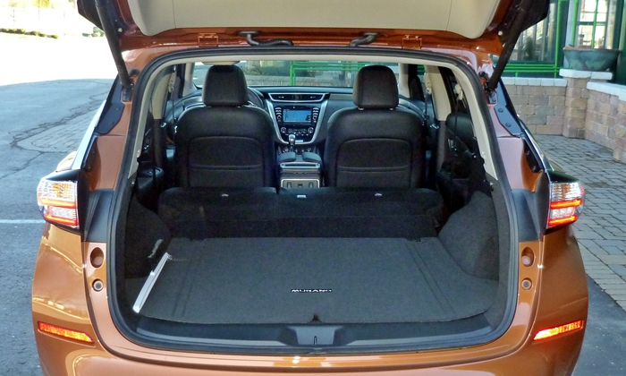 Nissan Murano Photos: Nissan Murano cargo area seats folded