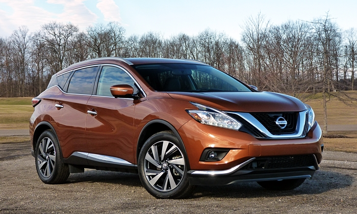 Nissan Murano Photos: Nissan Murano front quarter view low angle