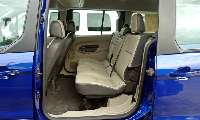 Ford Transit Connect Photos: Ford Transit Connect second-row seat