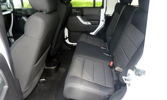 Jeep Wrangler Photos: Jeep Wrangler Unlimited rear seat