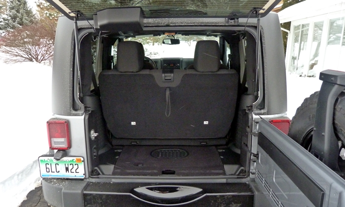Jeep Wrangler Photos: Jeep Wrangler cargo area