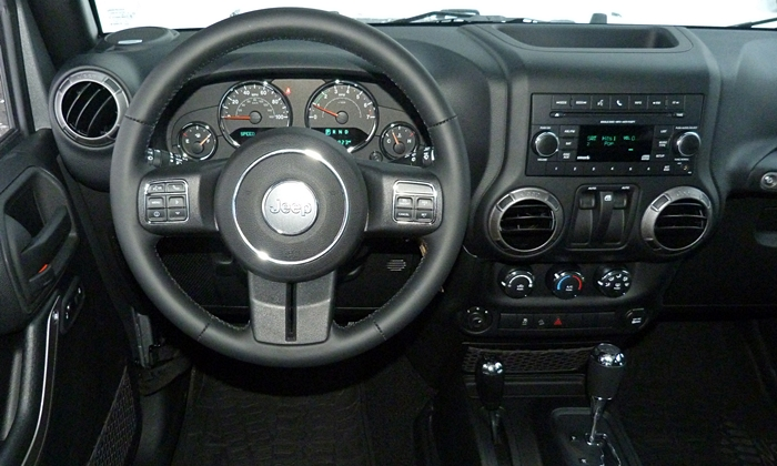 Wrangler Reviews: Jeep Wrangler instrument panel
