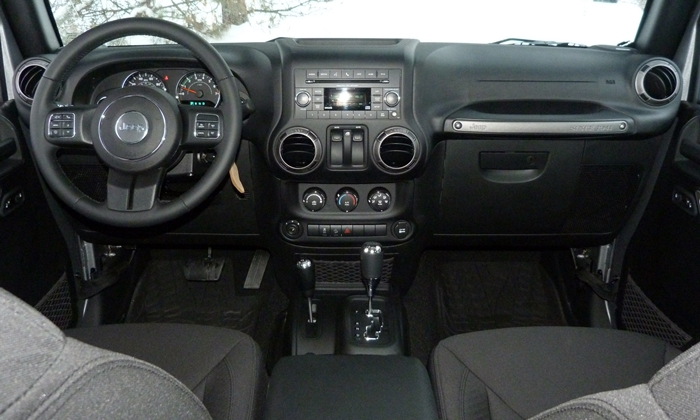 Jeep Wrangler Photos: Jeep Wrangler instrument panel full width