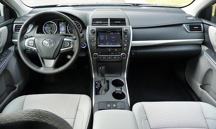 Toyota Camry Photos: Toyota Camry Hybrid SE instrument panel full