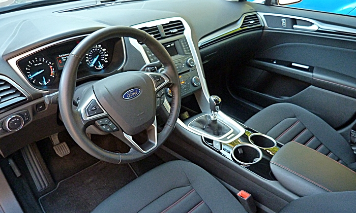 Toyota Camry Photos: Ford Fusion SE interior
