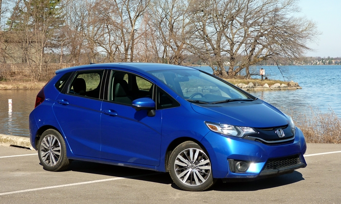 2015 Honda Fit front quarter view