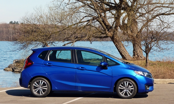 Honda Fit Photos: 2015 Honda Fit side view