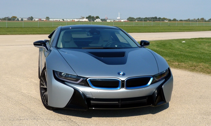i8 Reviews: BMW i8 front view