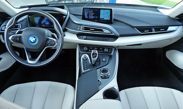 BMW i8 Photos: BMW i8 instrument panel full width