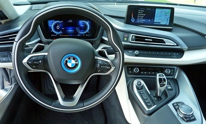 i8 Reviews: BMW i8 instrument panel