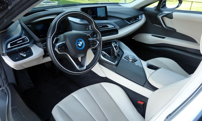 i8 Reviews: BMW i8 interior